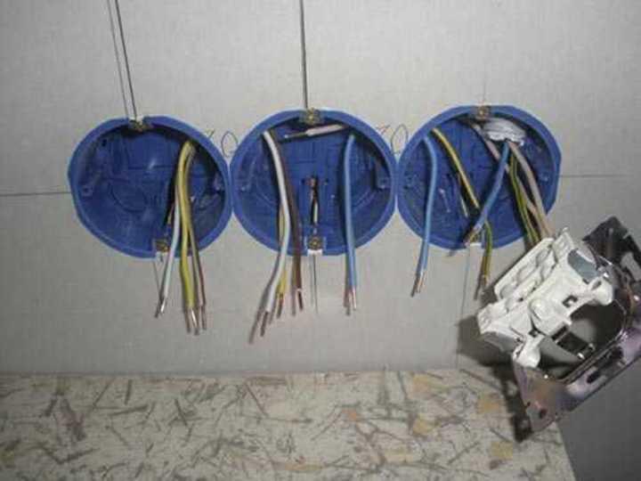 Заводка проводки в подрозетники
