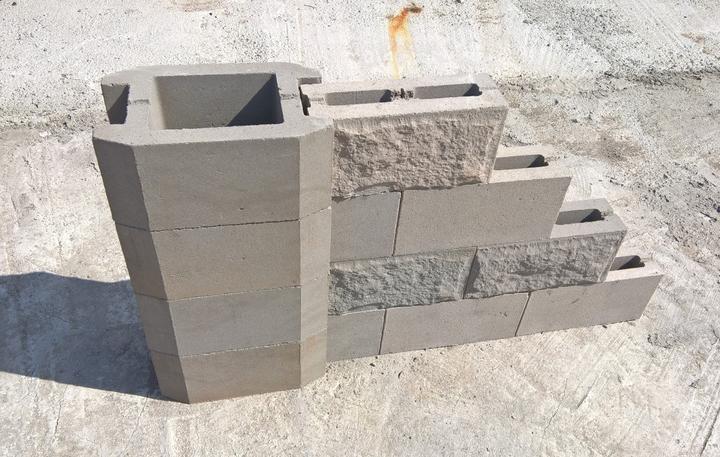 монтаж бетонных блоков забора