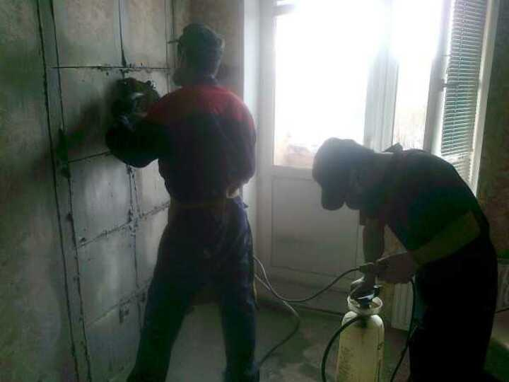 Проем в бетонной стене разделение на части
