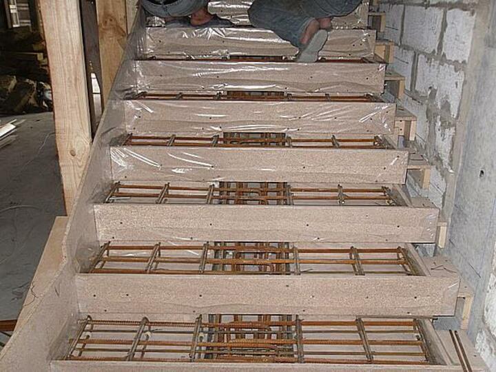 арматура на лестнице
