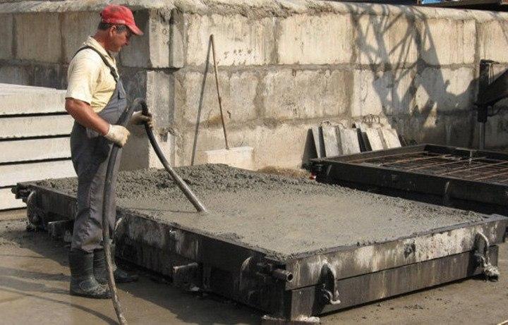 уплотнение бетонной смеси глубинным вибратором