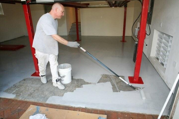 покраска бетонного пола валиком