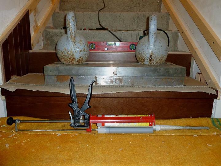 крепление проступи бетонной лестницы с помощью монтажной пены своими руками