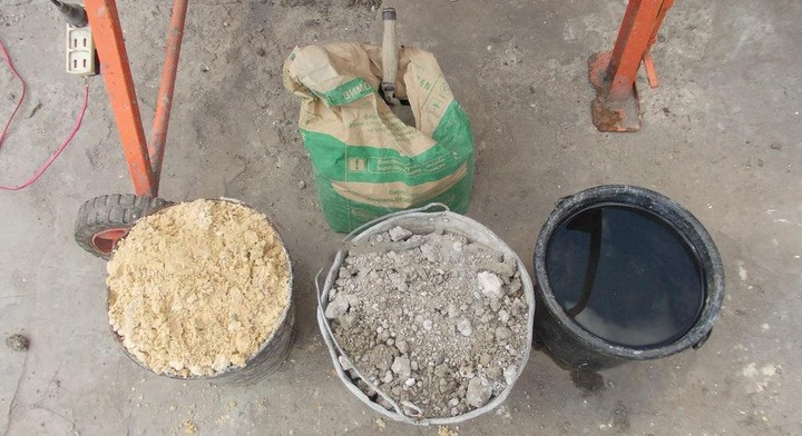 песок и другие компоненты бетонной смеси