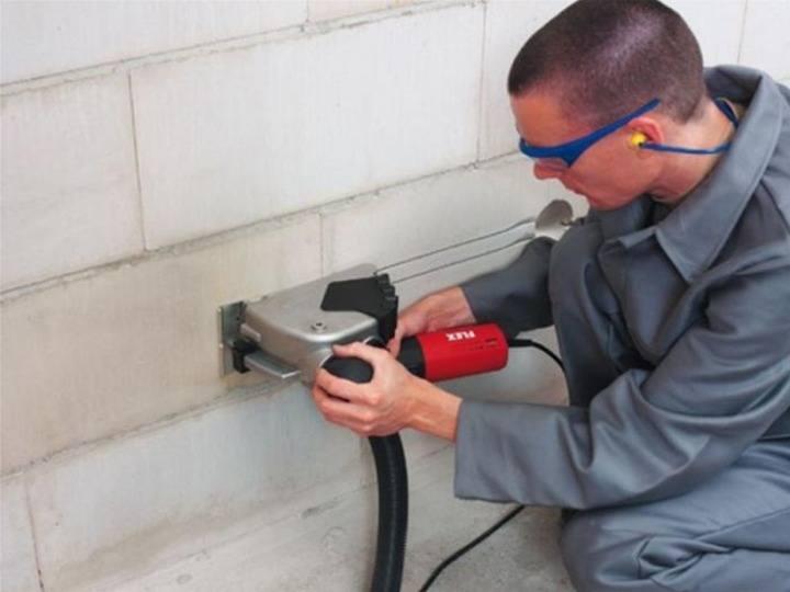штробление бетонной стены работа штроборезом